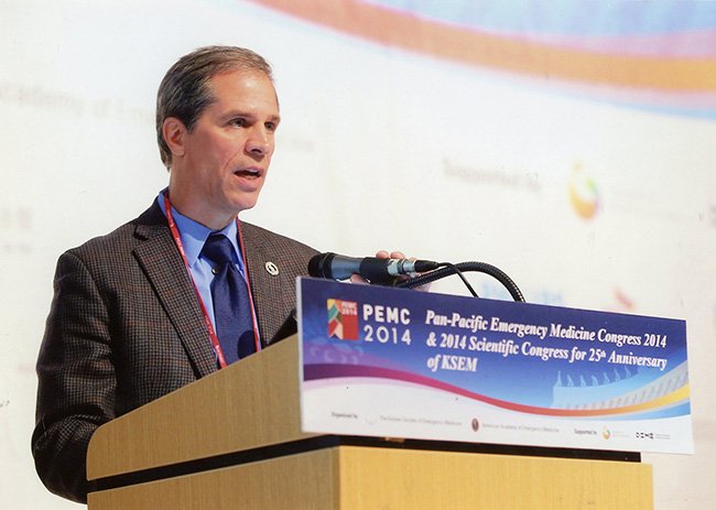 Gary Gaddis, M.D., Missouri Endowed Chair for Emergency Medicine, spoke to more than 800 physicians at the Pan-Pacific Emergency Medicine Congress in Daejeon, South Korea, on Oct. 15.
