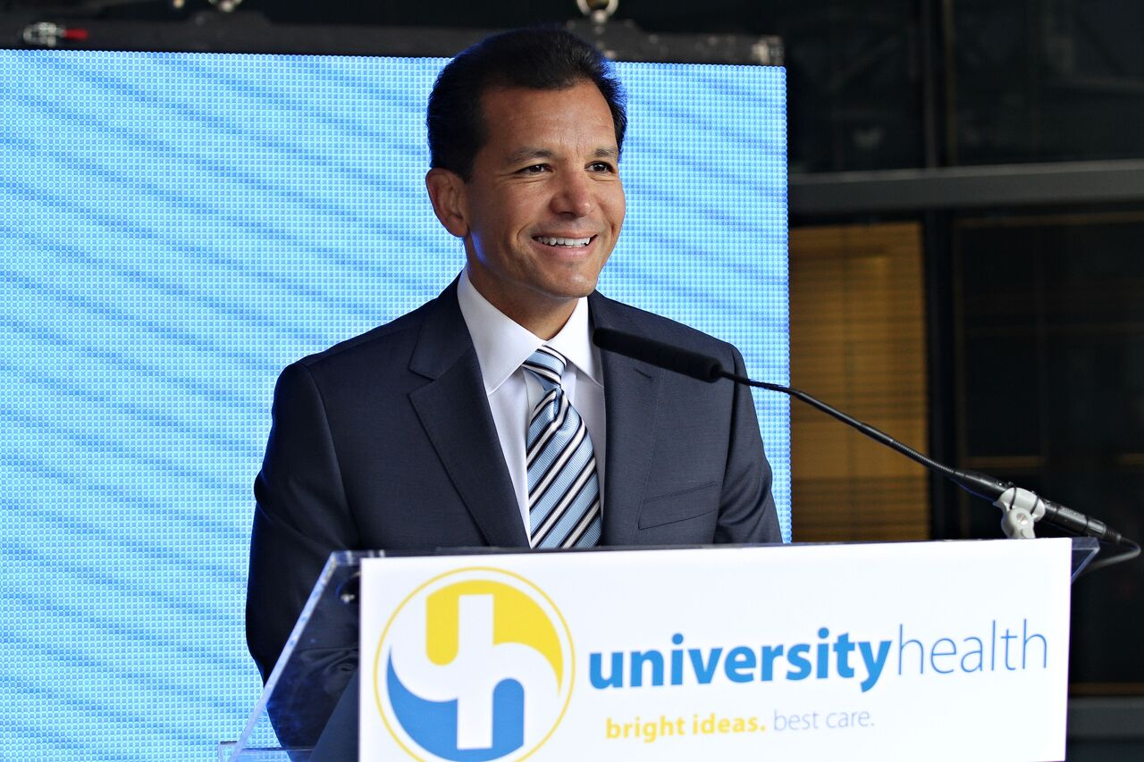 Nelson Sabates, M.D. '86, chair of ophthalmology, spoke at the University Health ribbon cutting ceremony.